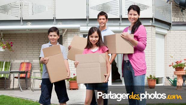 Après un déménagement, partager son déménagement et sa nouvelle vie à distance avec ses proches est un besoin légitime de la part de nombreuses familles