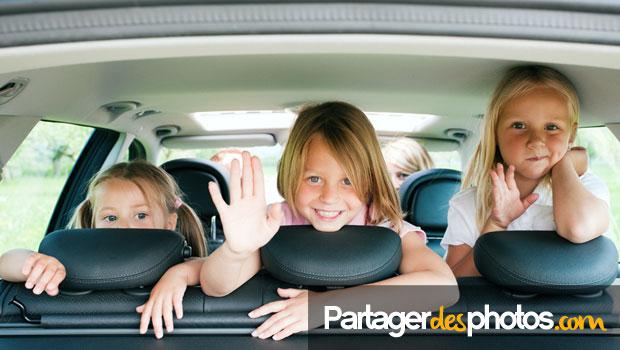 Pour de nombreuses familles adeptes du partage de photos sur Facebook, publier des photos de leurs vacances familiales ne semble poser aucun problème.