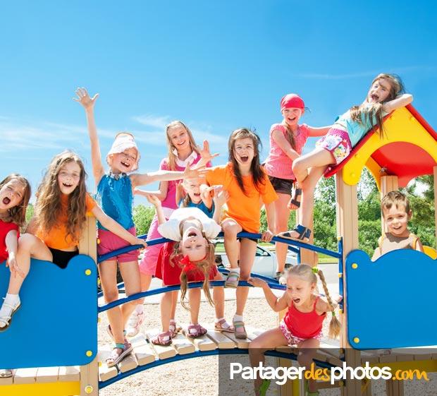 Blog de classe, blog de voyage scolaire ou périscolaire, créer son blog privé permet de partager en toute sécurité avec les familles