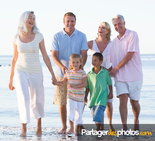 Créer votre réseau social famille privé est une des solutions vers laquelle vous pourriez vous tourner pour partager vos photos ou vidéos familiales.