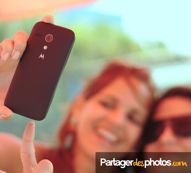 Les jeunes mariés peuvent nommer des contributeurs et leur permettre de télécharger eux aussi leurs photos et vidéos dans l'espace privé !
