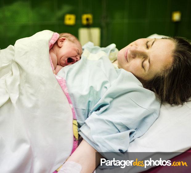 A la maternité, ce sont plus de 90% des jeunes parents qui immortalisent la naissance de leur bébé en prenant des photos ou en faisant des vidéos avec leur smartphone