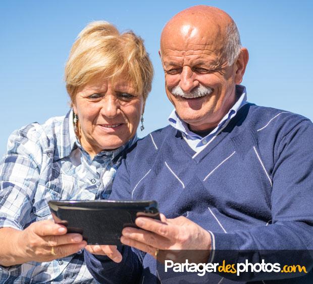 Album partagé : Pour partager des photos de famille, de ses enfants ou ses photos de mariage avec ses invités, créer un album partagé permet de choisir ses invités.