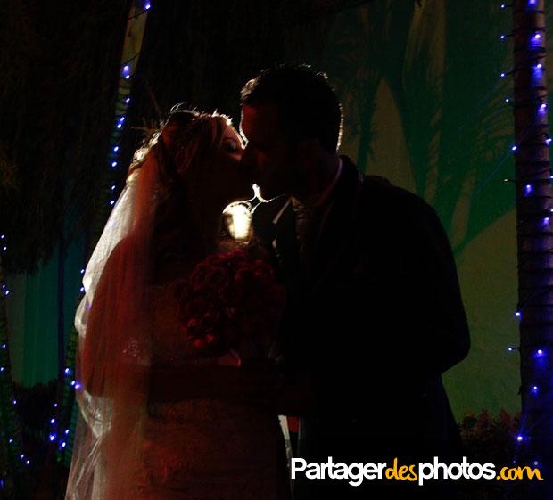 Notre mariage en ligne : Partager des photos de son mariage doit être fait avec précaution en utilisant un service adapté