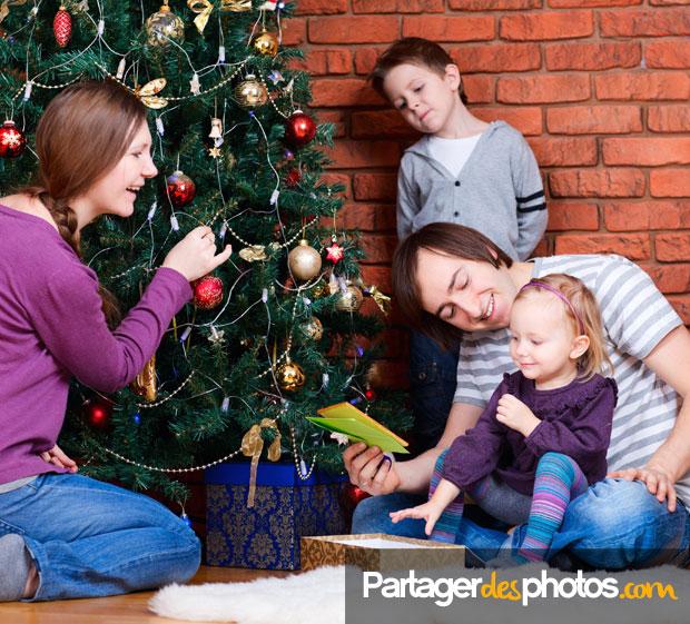 Partagez photos et vidéos de Noël sans prendre de risque avec le droit à l'image des enfants : créez votre album Noël privé en seulement quelques minutes