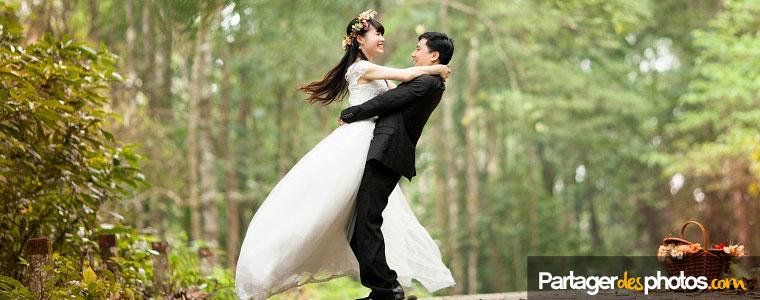 Textes de remerciement de mariage : choisir une photo des marié sur la carte de remerciement est préférable...